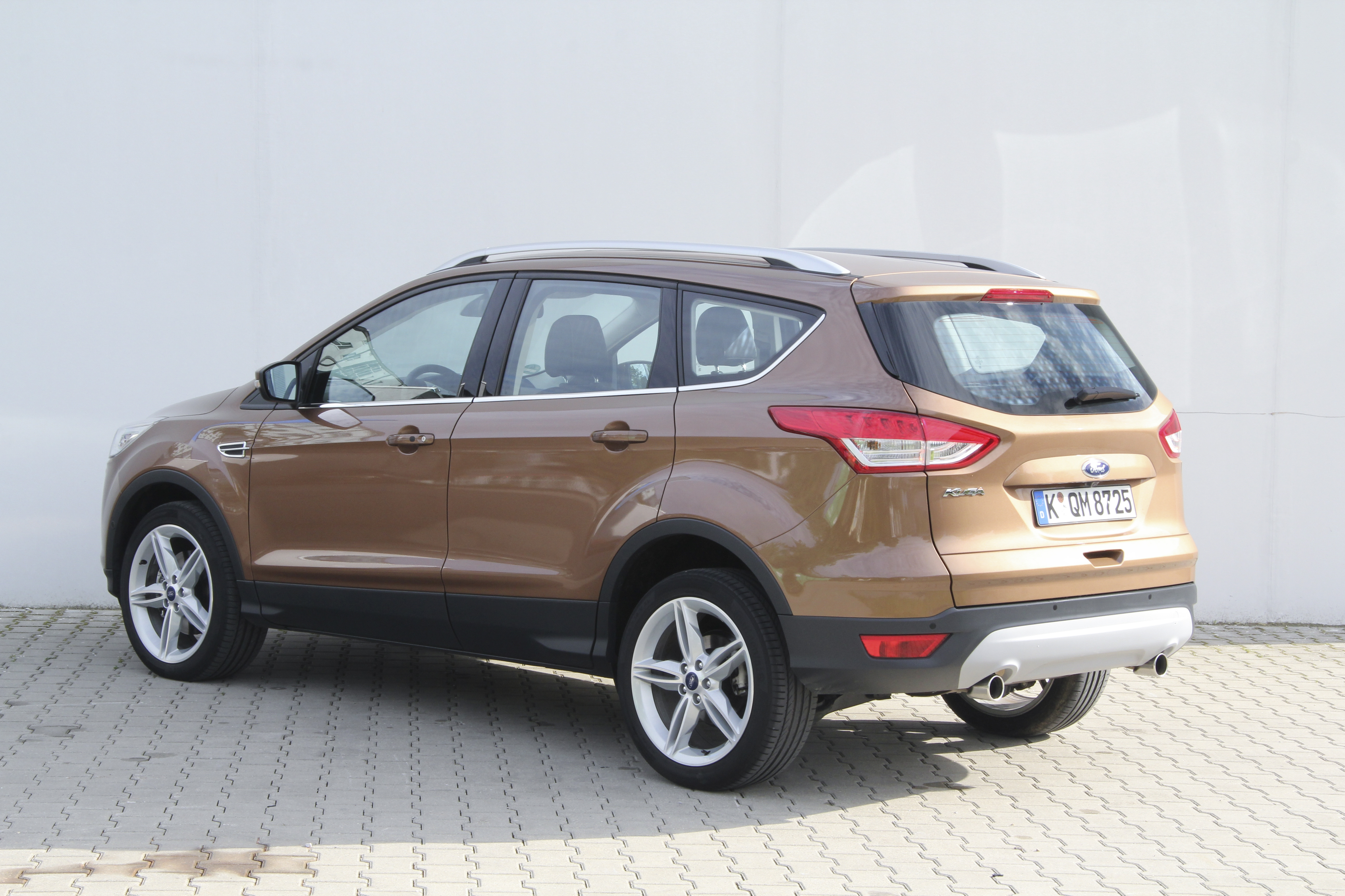 ford kuga test prijzen en specificaties. Black Bedroom Furniture Sets. Home Design Ideas